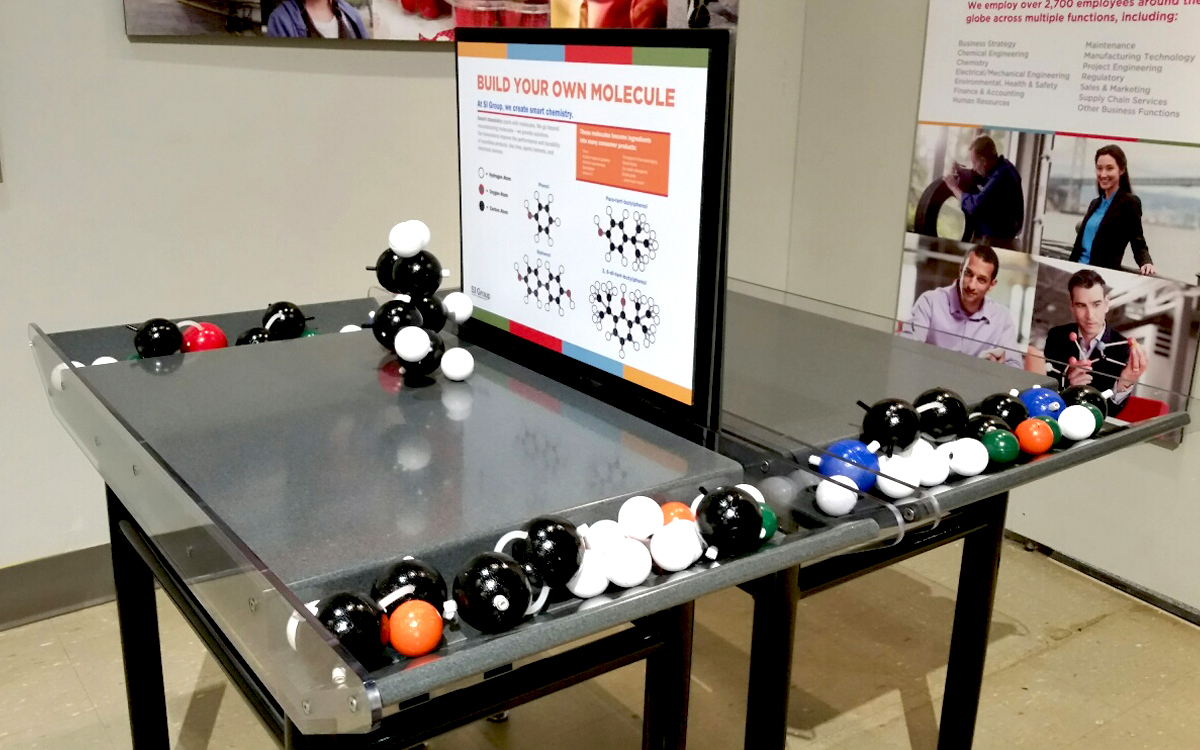 """Custom interactive display table for """"Build your own molecule"""" game"""