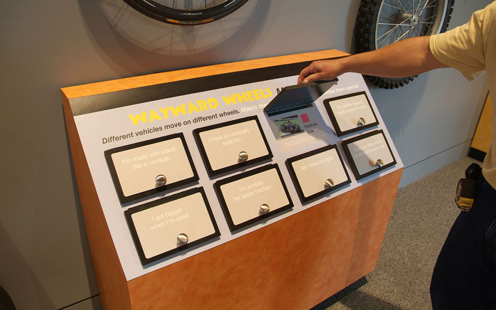 Interactive reading rail kiosk for a permanent museum exhibition